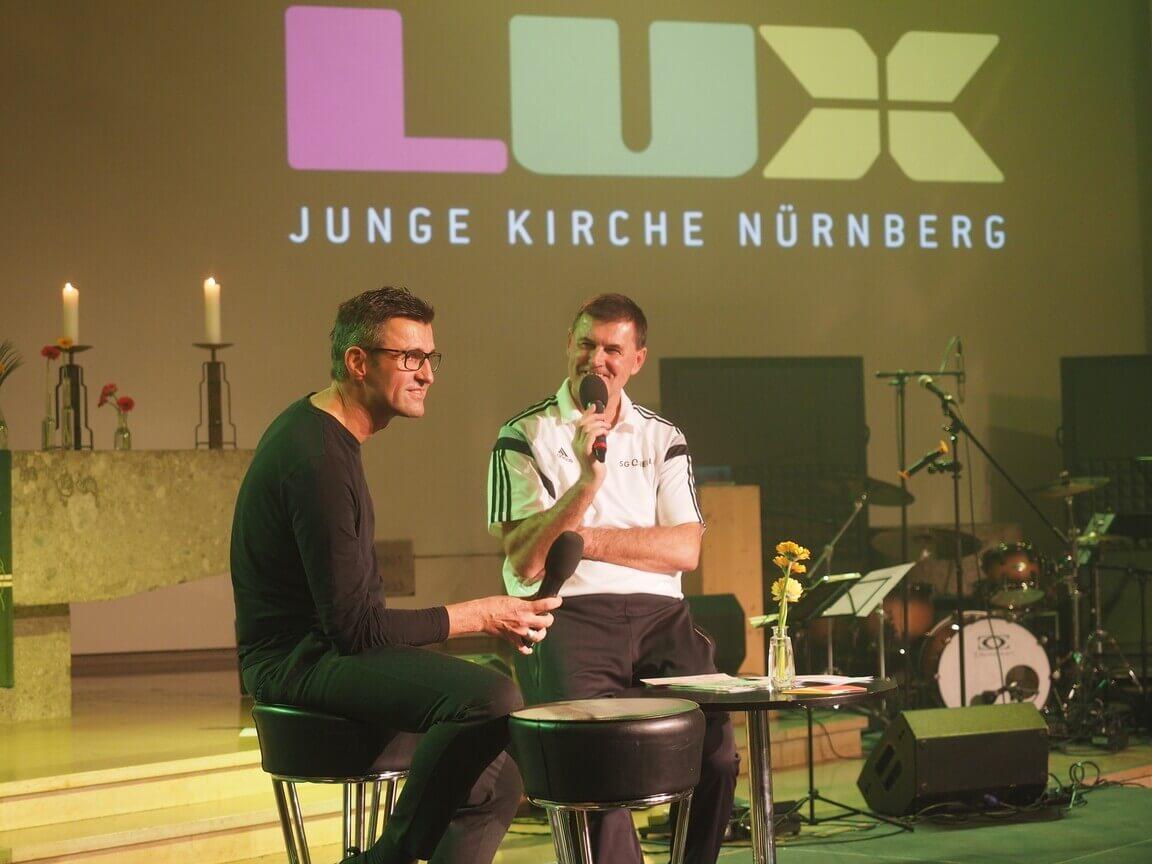 Michael Köllner mit Ade Gärtner auf der Bühne